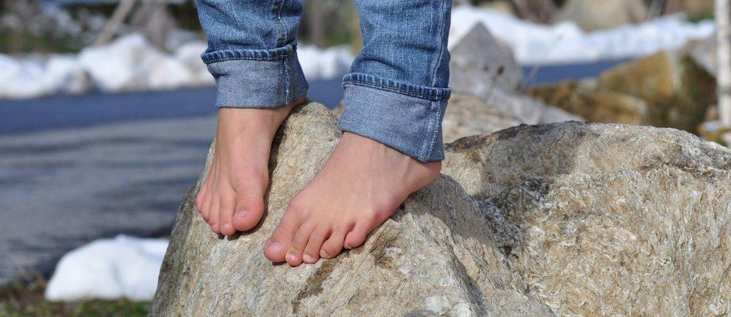 Pezibear-Pixabay-barefoot-504140_1280